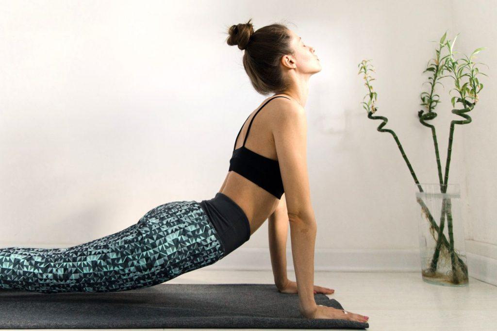 La position de yoga pour débutant Bhujangasana